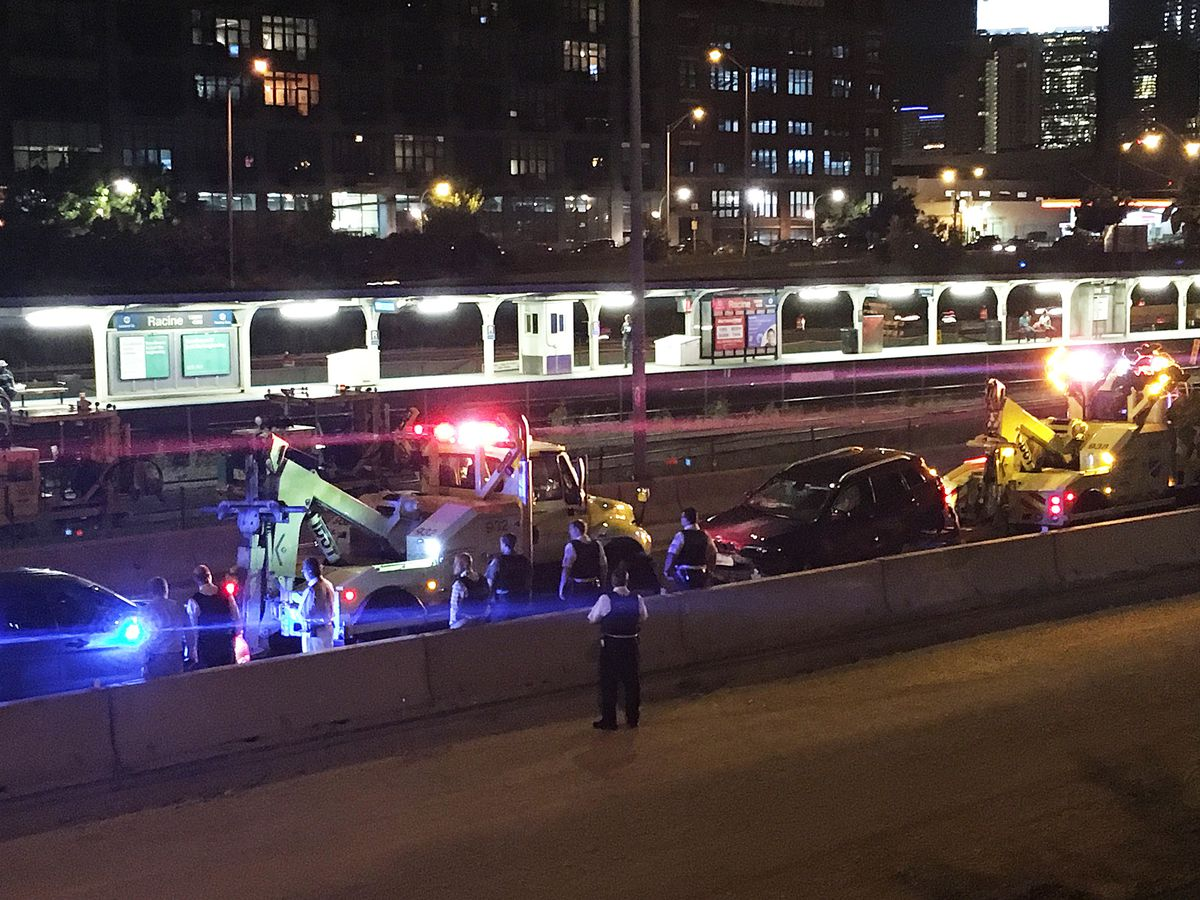 Police investigated a 5-vehicle expressway crash on Near West Side Thursday night. | Dave Newbart/Sun-Times