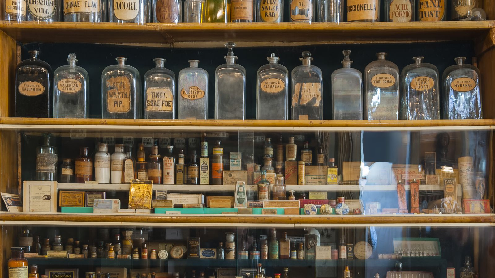 How The Apothecary Gave Birth To The Modern Cocktail