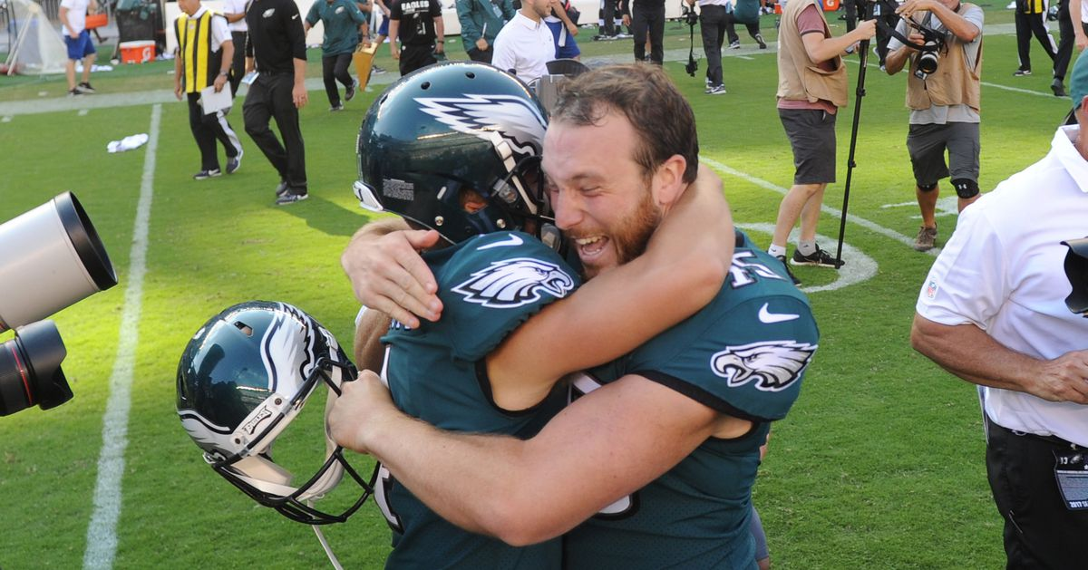 Eagles re-sign Jake Elliott and Rick Lovato
