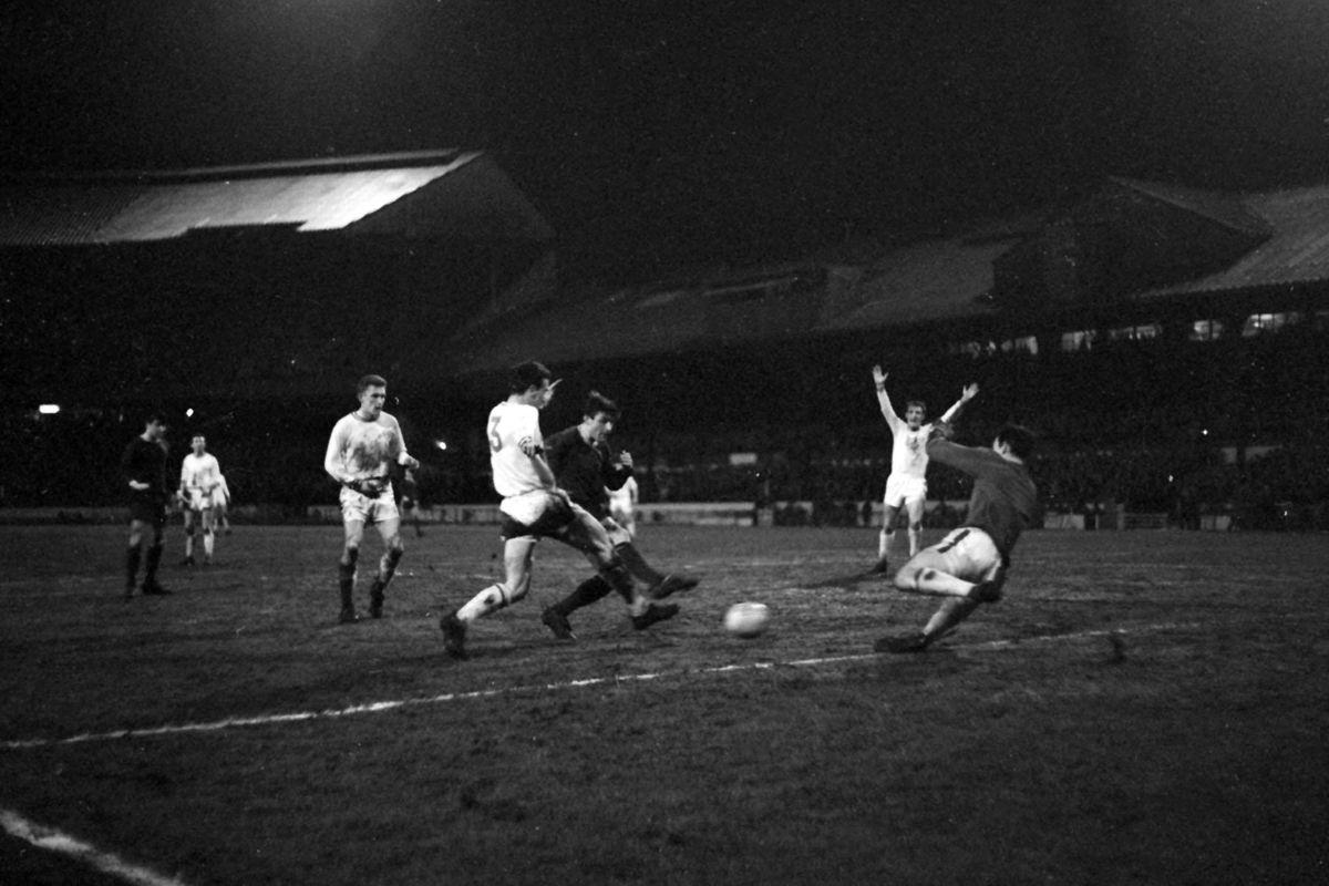 Soccer - Football League Cup - Final - 1st Leg - Chelsea v Leicester City - Stamford Bridge