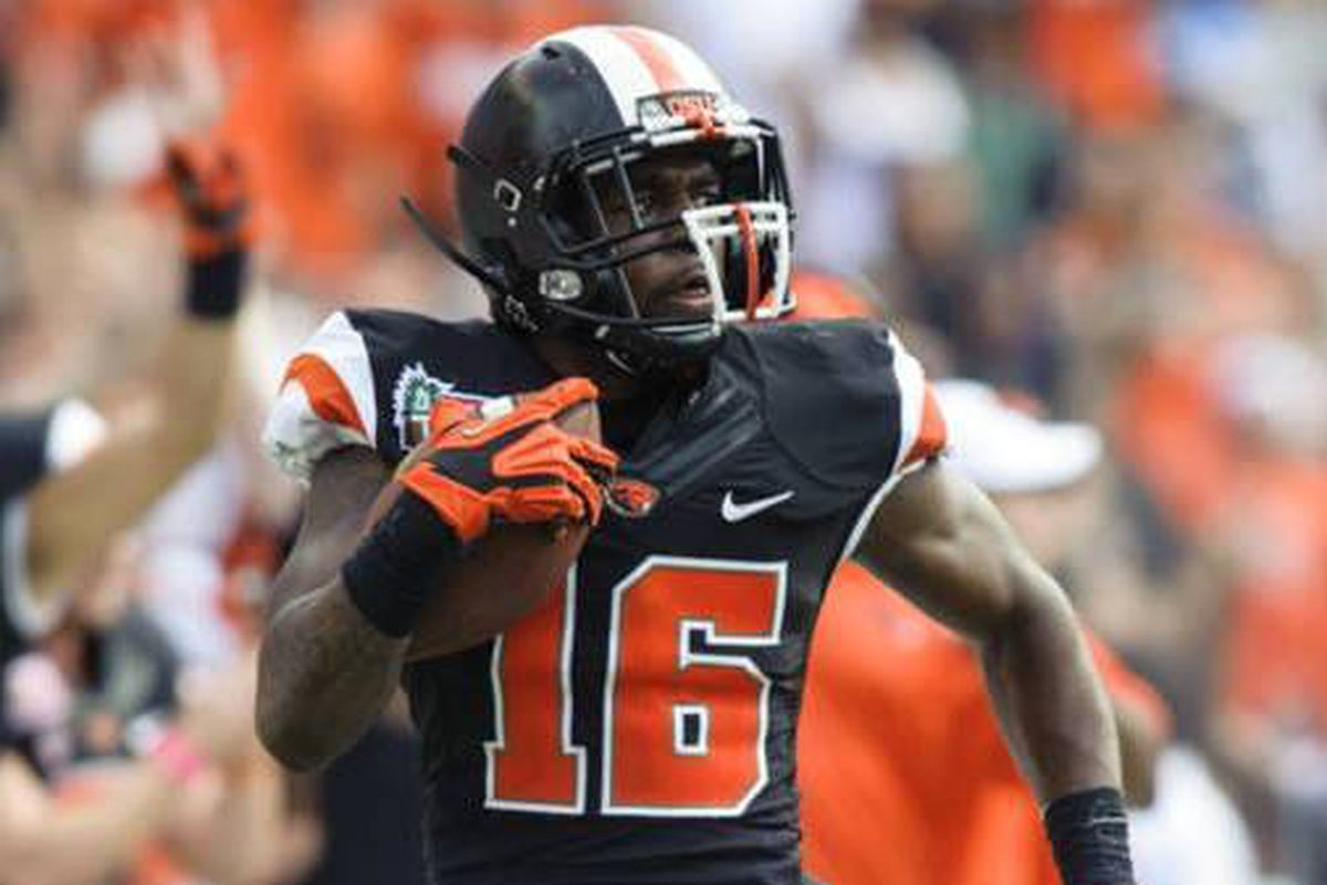 Rashaad Reynolds returned 2 fumbles for the decisive scores in Oregon St.'s Sheraton Hawaii Bowl Win Over Boise St.