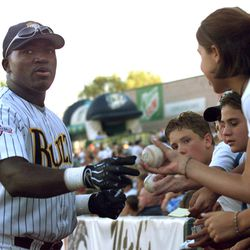 Salt Lake Buzz fans gather around first-base player David Ortiz while he signs autographs before the second game of a double-header at Franklin Covey Field. Photo by Marta Storwick. August 23, 1999. 99AUG02644