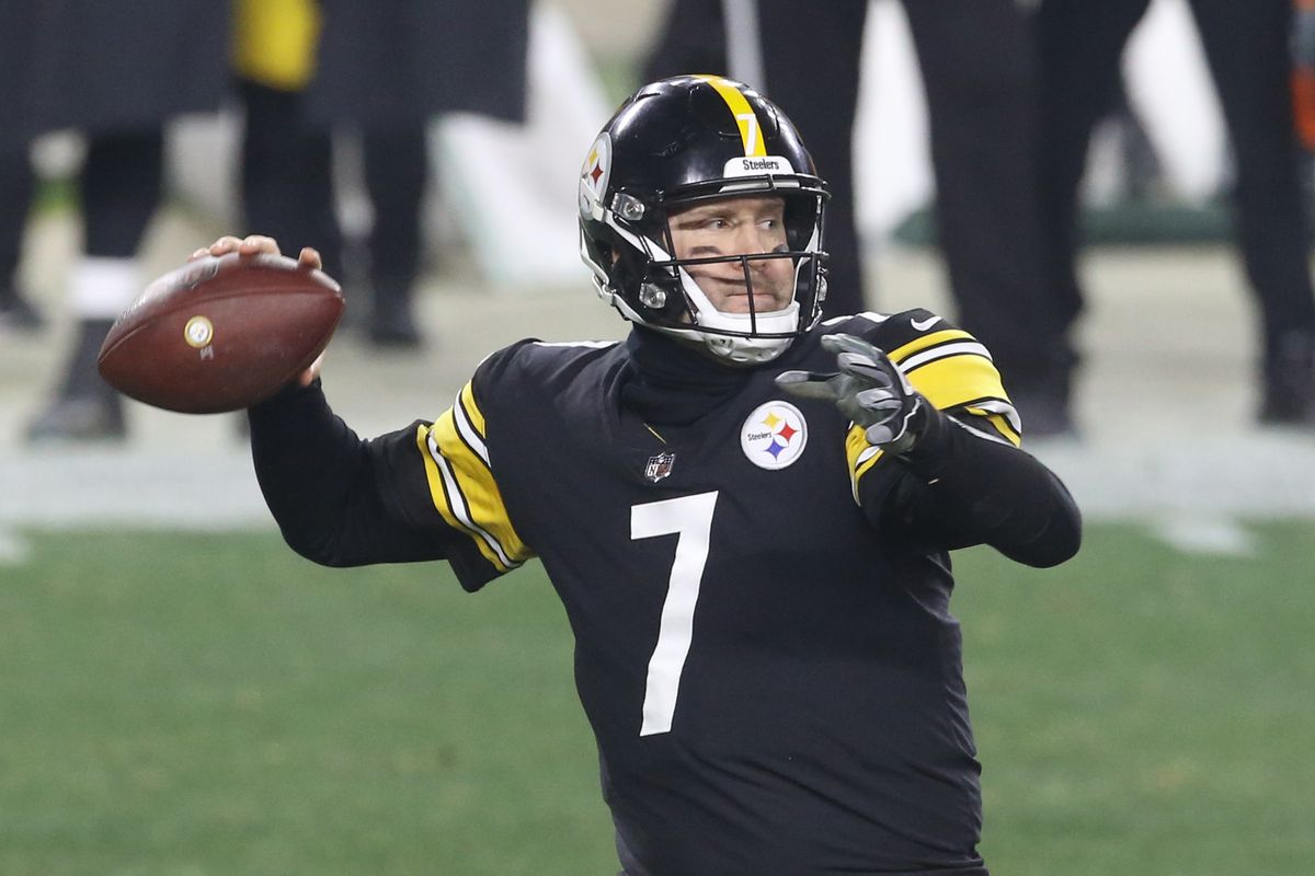 Pittsburgh Steelers quarterback Ben Roethlisberger (7) passes against the Cleveland Browns during the third quarter at Heinz Field. The Browns won 48-37.