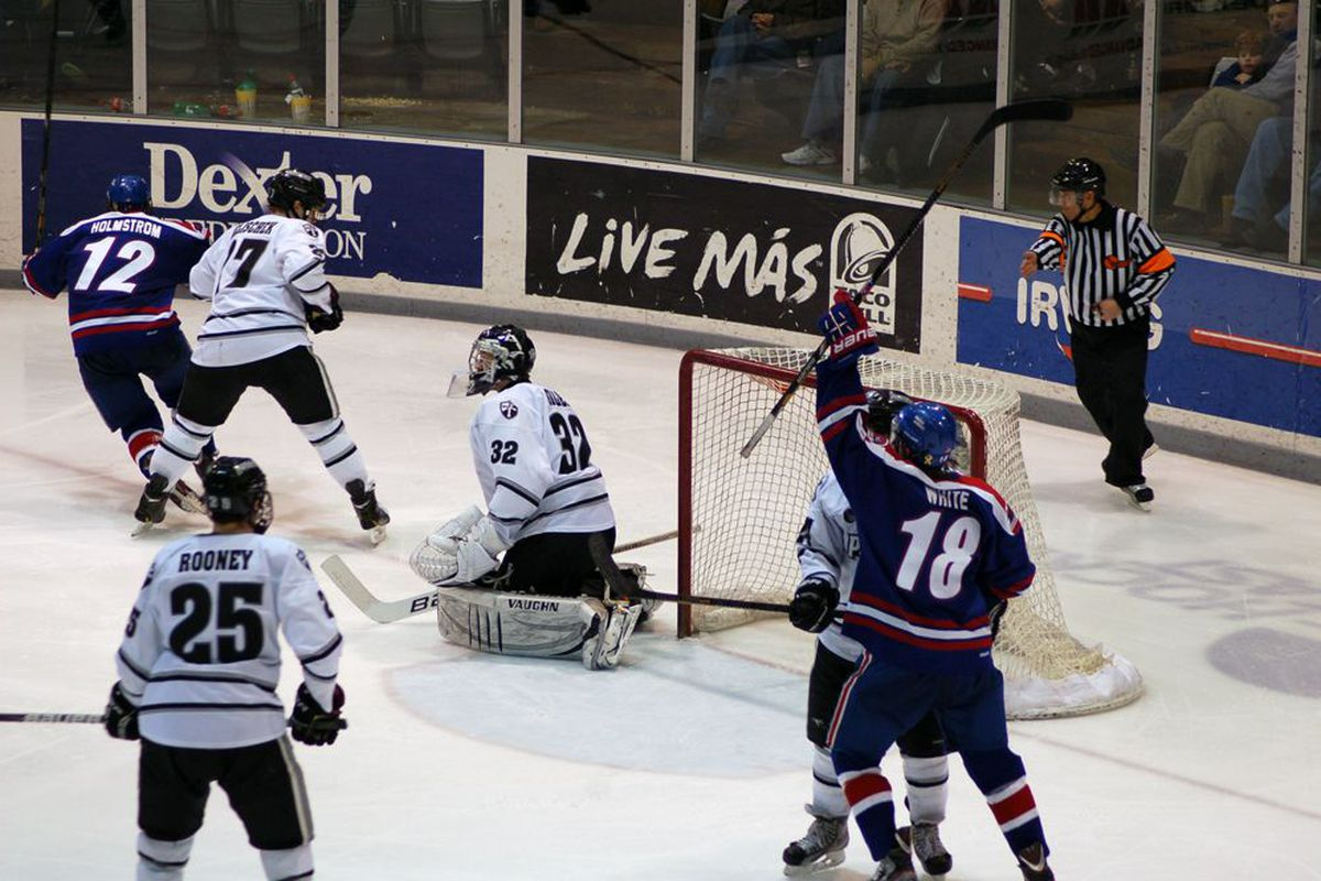 (#12) Josh Holmstrom's third-period goal was the game-winner as UMass Lowell won its first-ever Hockey East regular-season title.