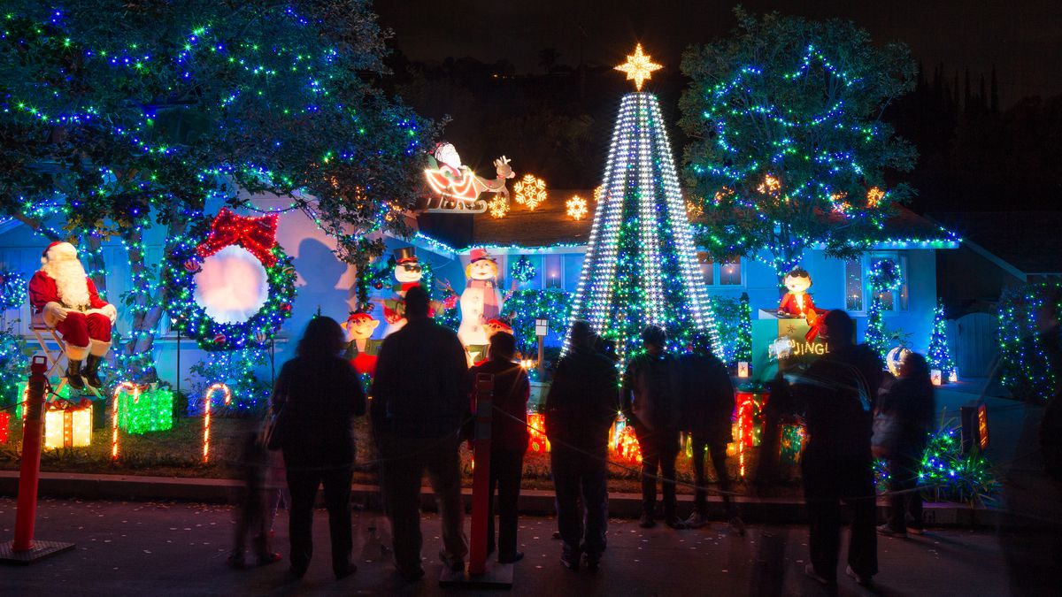 inside las ultimate christmas light display - Animatronic Christmas Decorations