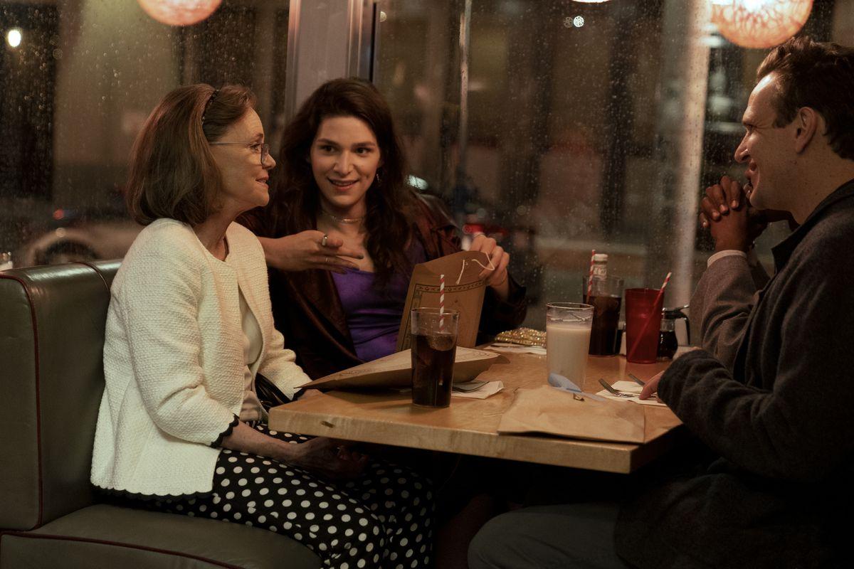 The gang meets at a diner.