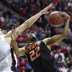 Gonzaga guard Kyle Dranginis, left, blocks a shot by Oklahoma State guard Markel Brown during the second half in a second-round game in the NCAA men's college basketball tournament Friday, March 21, 2014, in San Diego. Gonzaga won 85-77. (AP Photo/Denis Poroy)