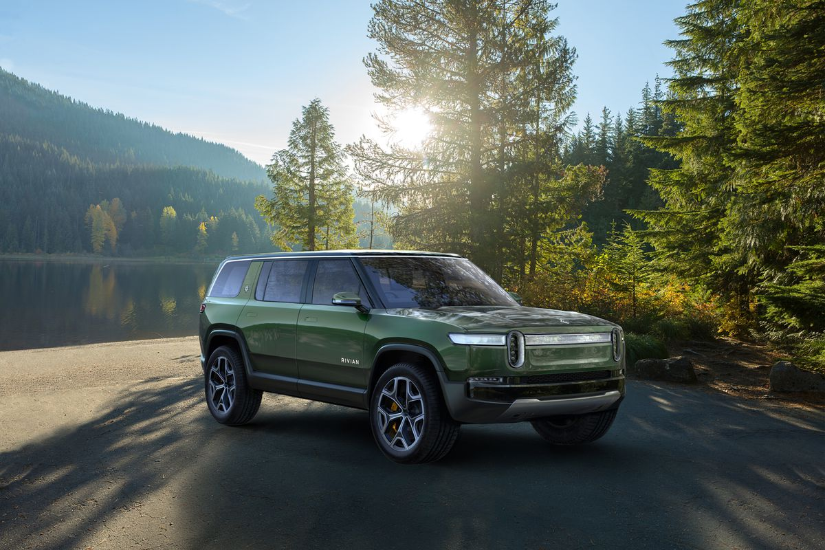 Rivian's R1S SUV looks like an all-electric Land Rover ...