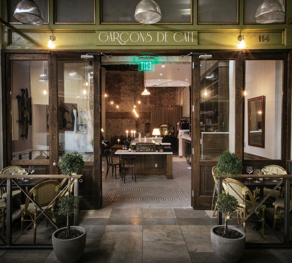 Garcons de Cafe, Downtown