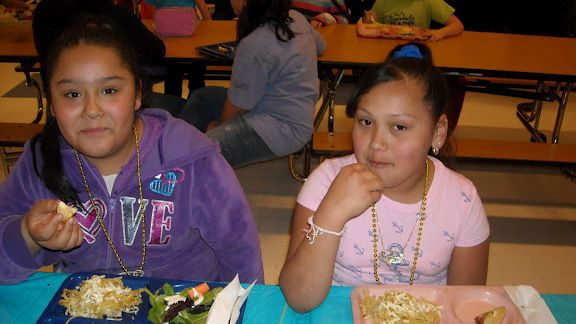 Students eating lunch at a Boulder elementary school where there has been an emphasis on healthy offerings. <em>EdNews</em> file photo