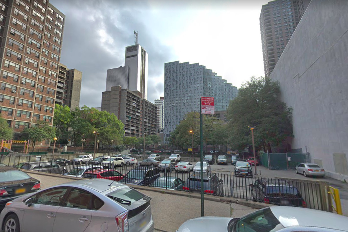 Nycha Parking Lot In Hell S Kitchen Could Get Hundreds Of