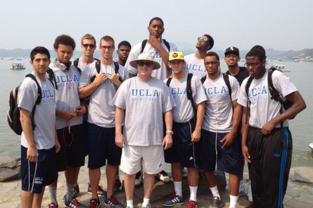 """UCLA Basketball group photo at the Summer Palace, Beijing (<a href=""""https://twitter.com/UCLAMBB/status/239218013340069888/photo/1"""" target=""""new"""">via @UCLAMBB</a>)"""