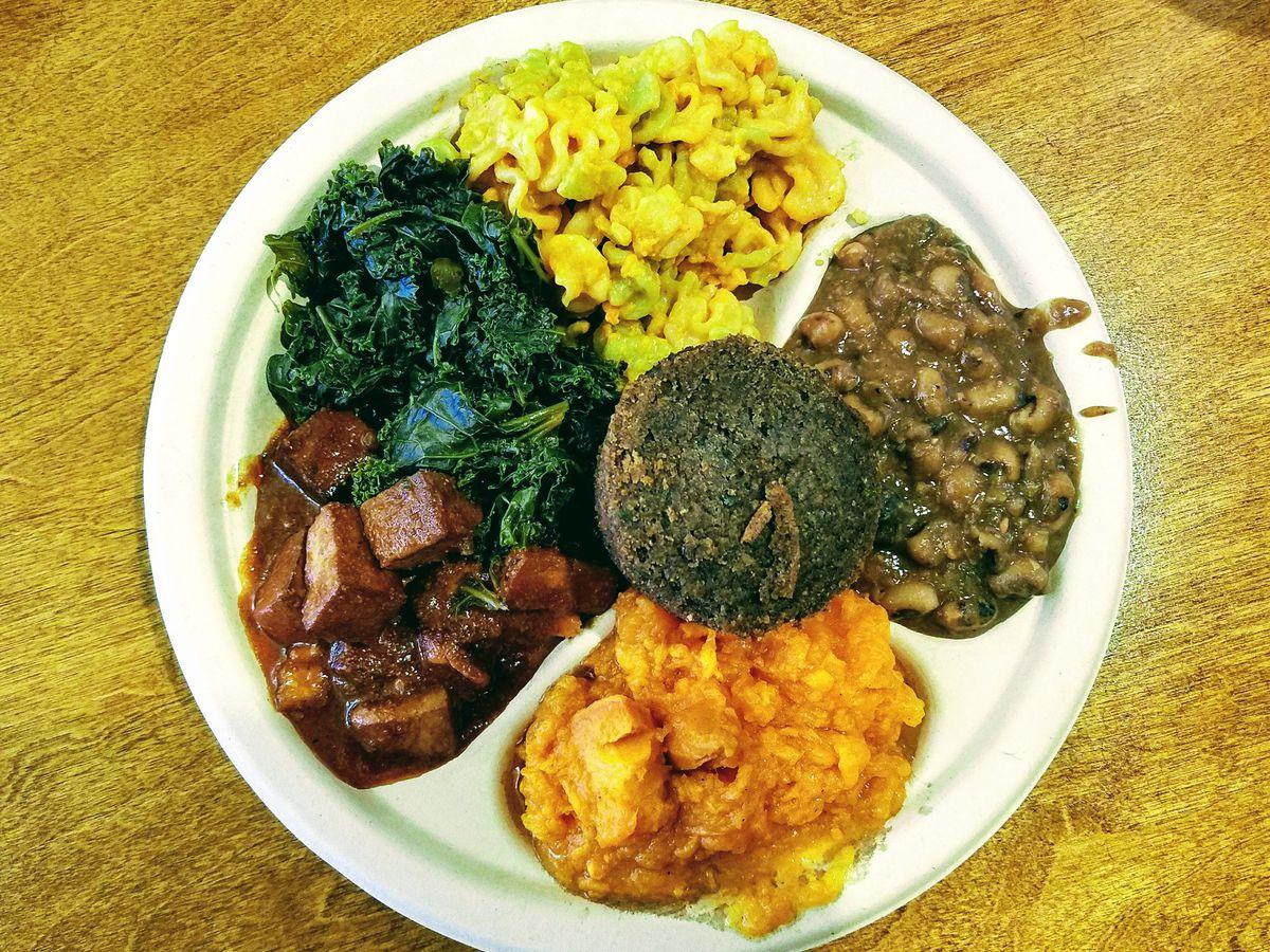 Soul food platter from Stuff I Eat restaurnat in Inglewood