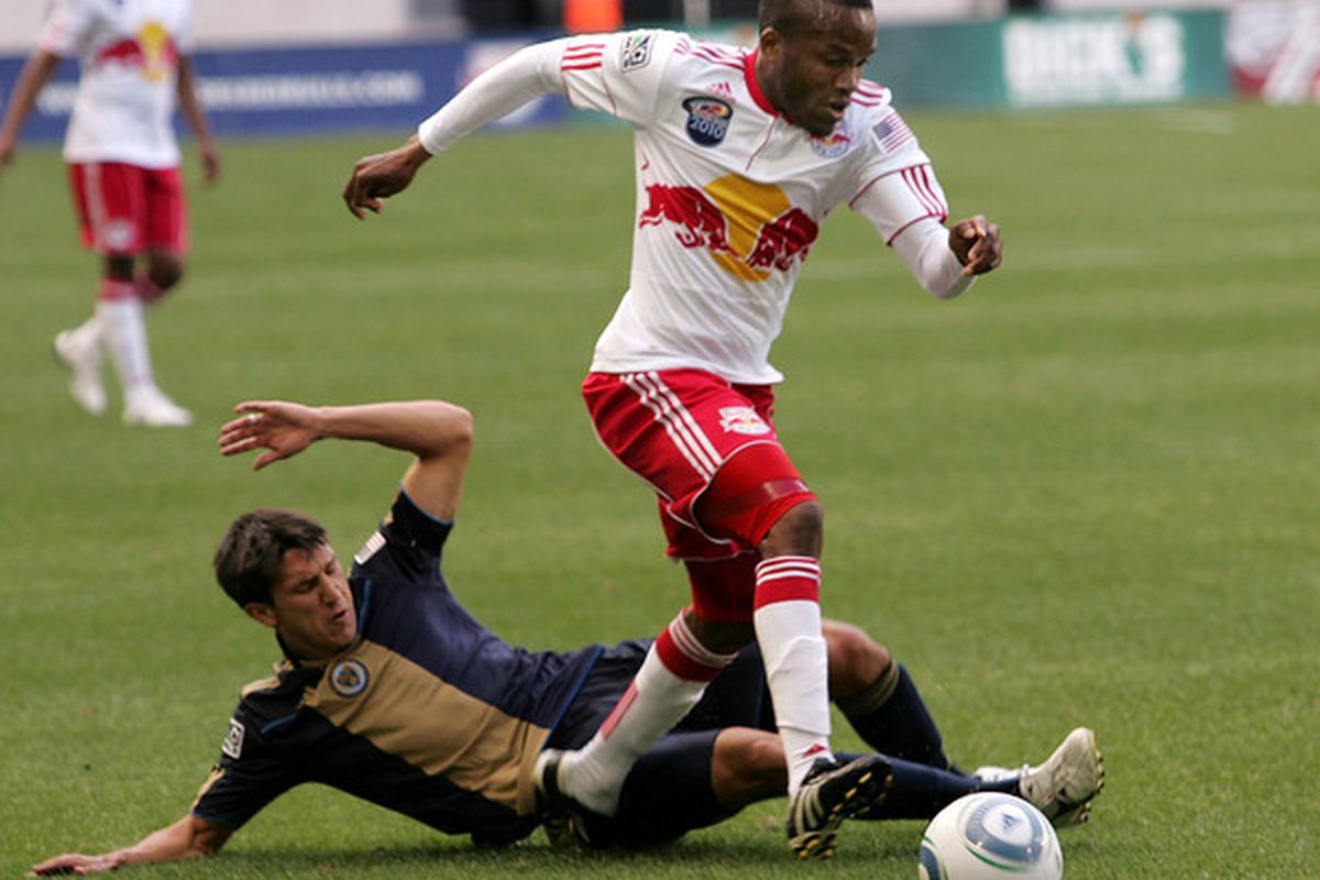 Former Whitecaps winger Shea Salinas fails to defend newest Whitecaps winger Dane Richards. I know which I prefer.