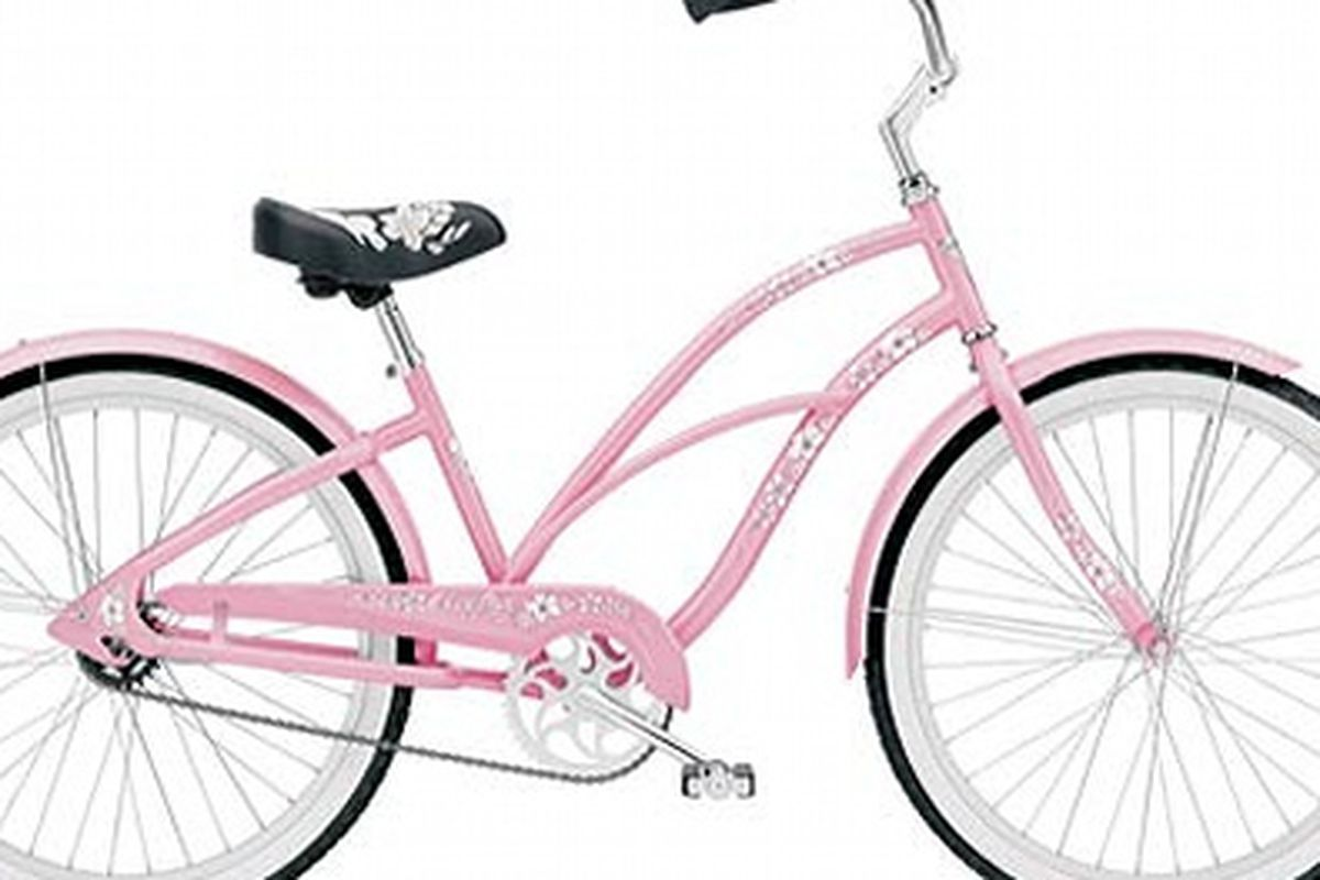 """LAT fashion editor-approved. Image via <a href=""""http://latimesblogs.latimes.com/alltherage/2009/07/fashion-diary-bicycle-chic.html"""">All the Rage</a>"""
