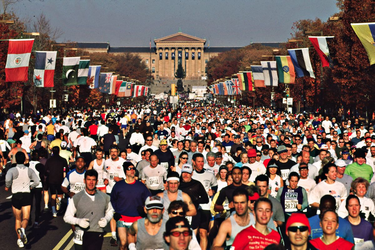 Marathon runners with the Philadelphia Museum of Art in the background.