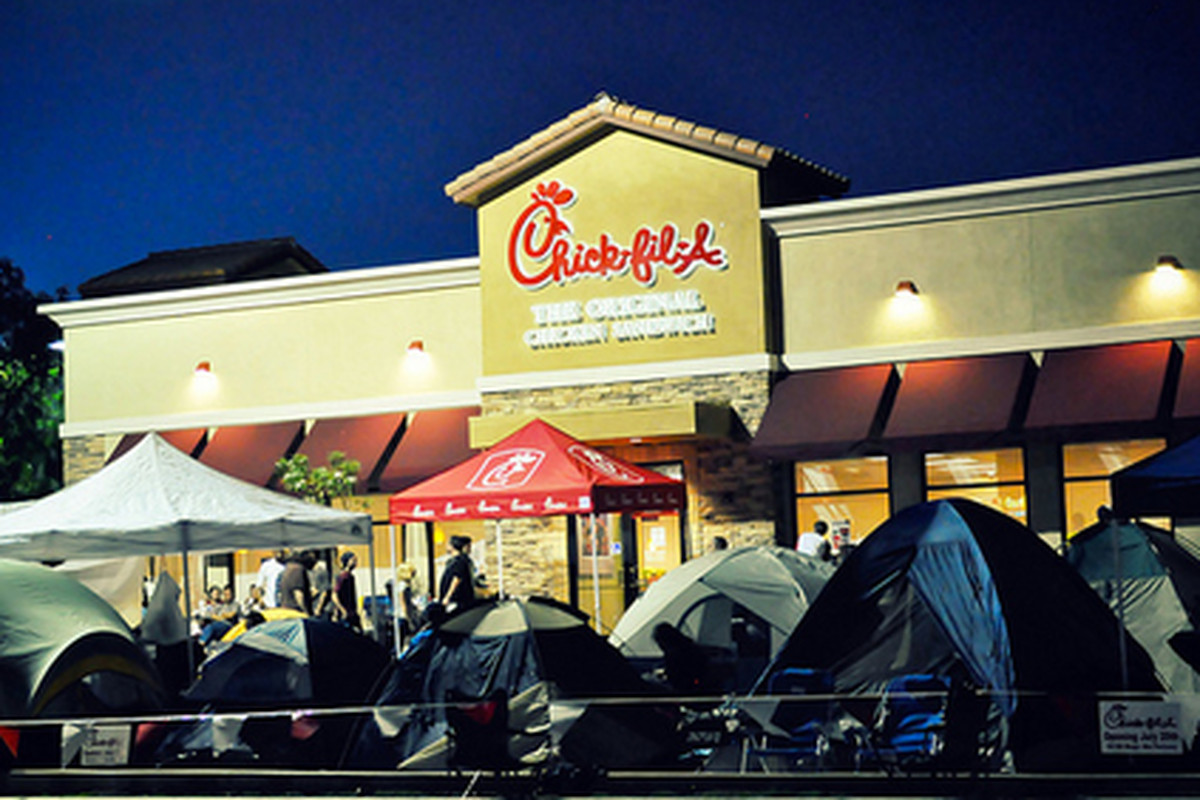 Eager fans outside yesterday's grand opening of Chick-Fil-A in Valencia.