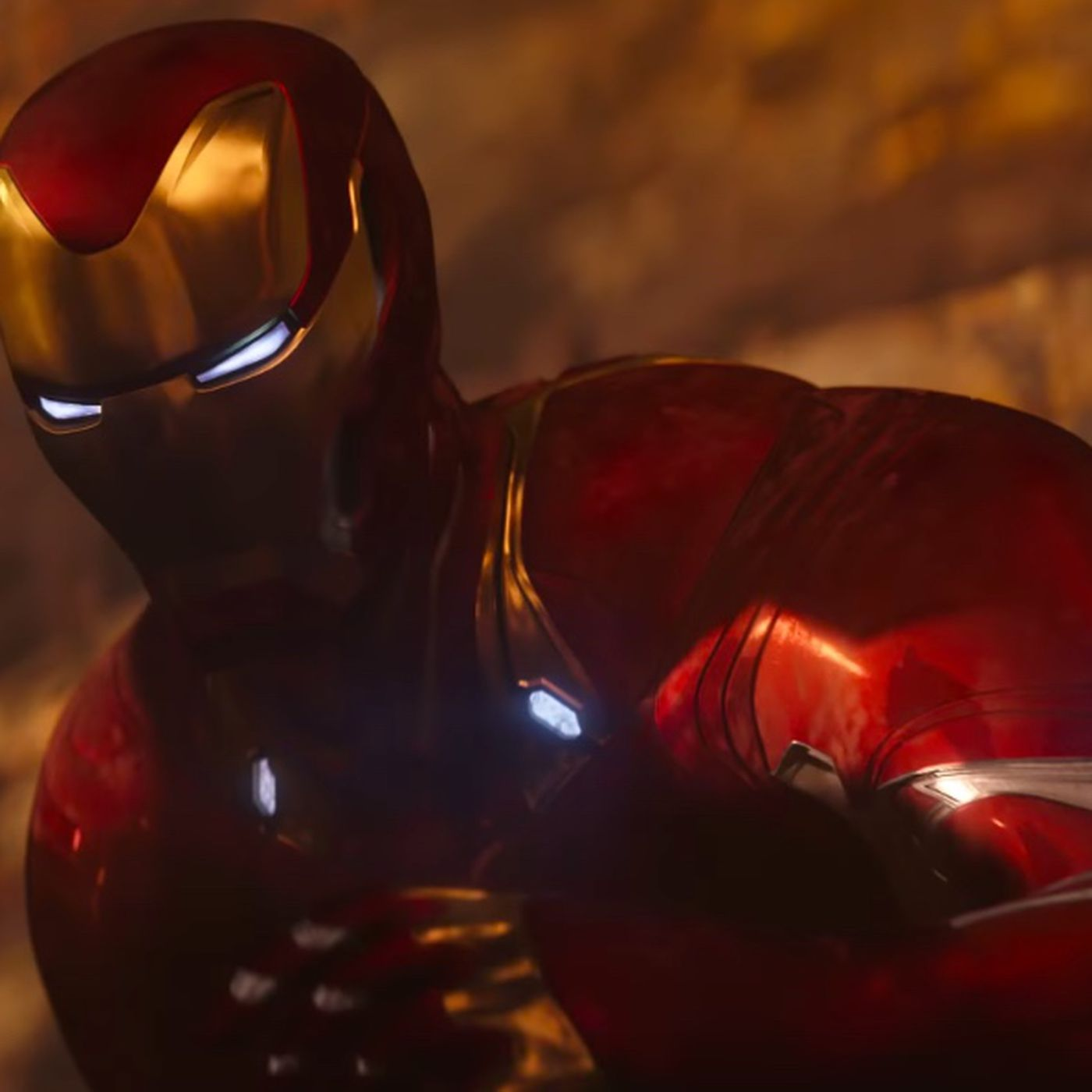 What's going on with Iron Man's armor in Avengers: Infinity