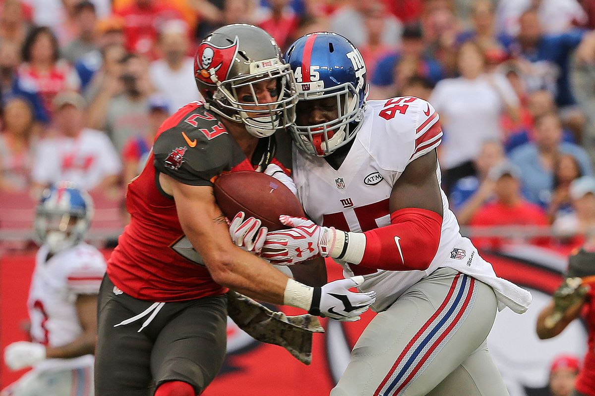 Chris Conte, fighting Will Tye for a pass last season, is reportedly a free-agent target for the Giants