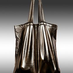 """The <a href=""""http://www.whatsurbag-usa.com/index.php?page=product_detail&product_id=3"""" rel=""""nofollow"""">its-laS-tik large gunnmetal tote</a> ($24.99) can be rolled, folded and stretched, but will always spring back to its original shape"""