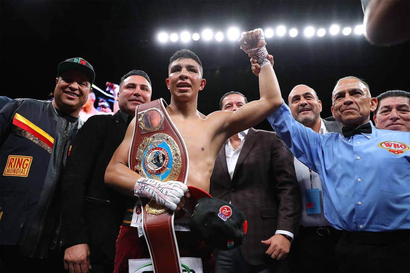 OscarMunguia Hoganphotos1.0 - BLH Rankings (Jan. 14): Munguia in at 160, Smith returns at 175