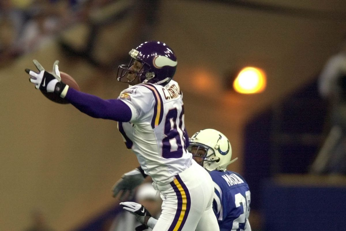 GENERAL INFORMATION: Mankato, MN 8/5/99 - The 4th day of Vikings training camp in Mankato. IN THIS PHOTO: Minnesota Vikings Cris Carter can not pull down this 2nd quater pass from Daunte Culpepper as David Mackin corneback for Indianapolis covers on the