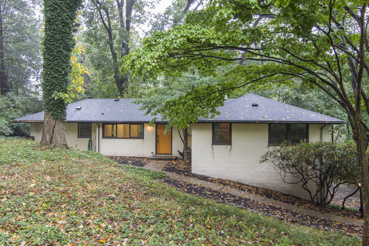 5 midcentury modern homes in Philly you can buy right now - Curbed on nice homes, shipping container homes, 60's homes, industrial homes, lake homes, antique homes, futuristic homes, contemporary homes, practical homes, 1920's homes, million dollar homes, traditional homes, beautiful homes, luxurious homes, gorgeous homes, beach homes, country homes, historic homes, middle class homes, high-tech homes, luxury homes, skylights for homes, dream homes, florida homes,