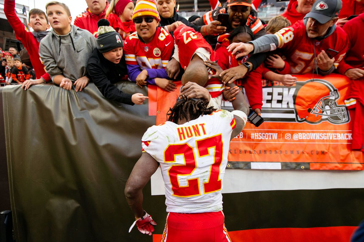 competitive price 89e66 ec6e4 Breaking: Browns sign RB Kareem Hunt - Dawgs By Nature