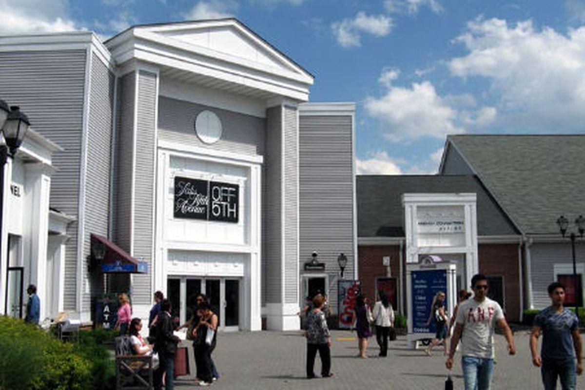 "The Saks Fifth Avenue Off Fifth store, via <a href=""http://www.bridgeandtunnelclub.com/bigmap/outoftown/hudsonvalley/orangecounty/woodbury/woodburycommon/index.htm"">Bridge and Tunnel Club</a>"