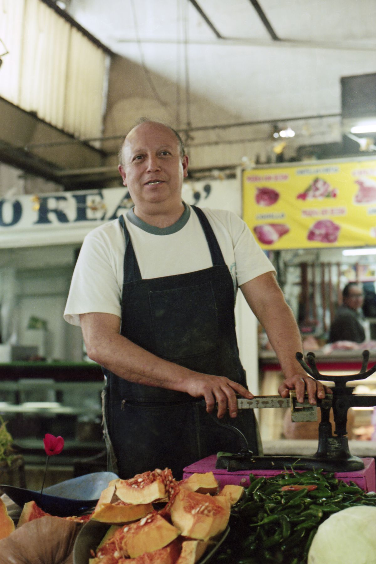Daniel Amezcua cuts produce at his stand in Mercado Tacubaya Becerra