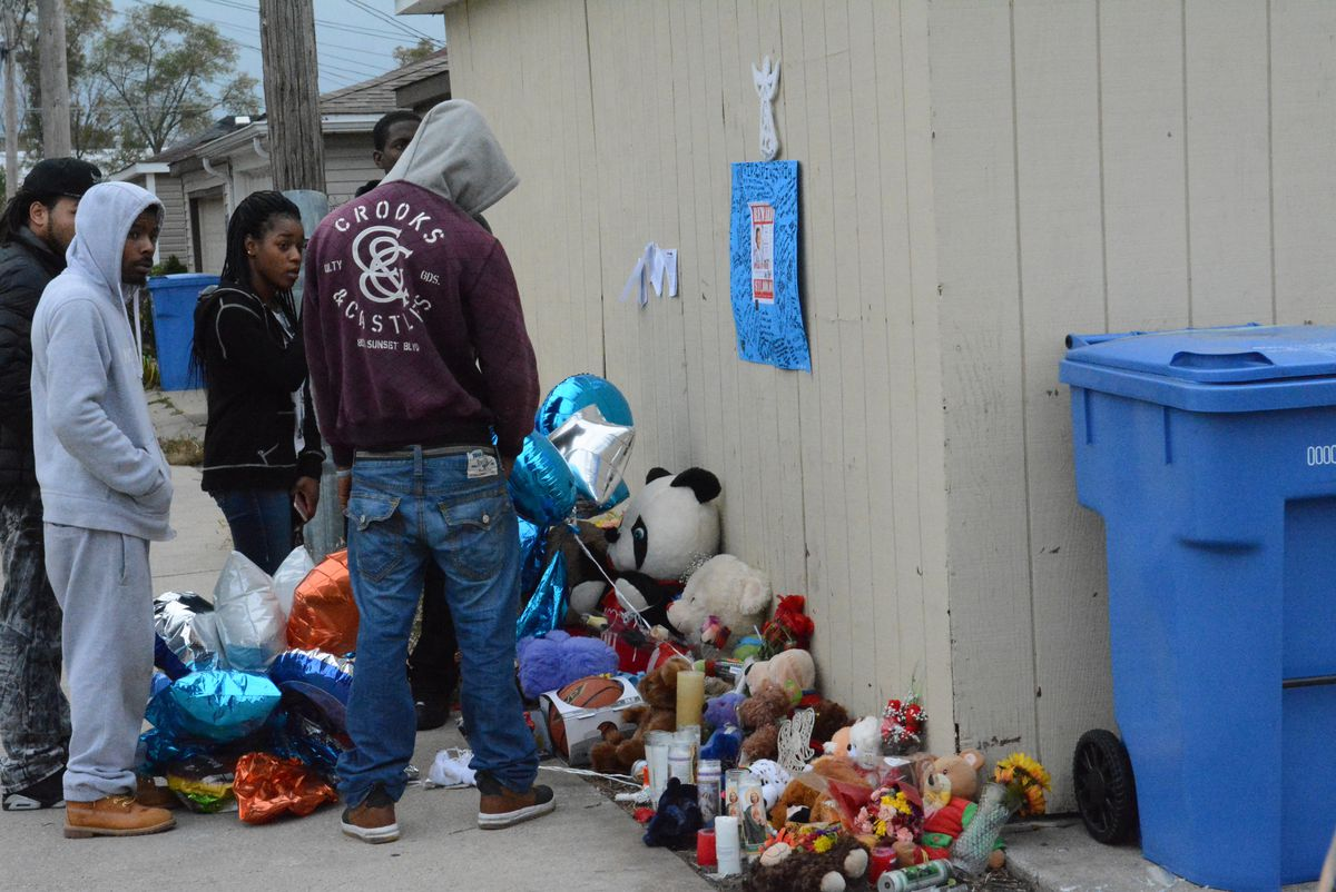 <small><strong> Pierre Stokes, Tyshawn Lee's father, at the memorial where his son was killed. |Brian Jackson/ For the Chicago Sun-Times</strong></small>