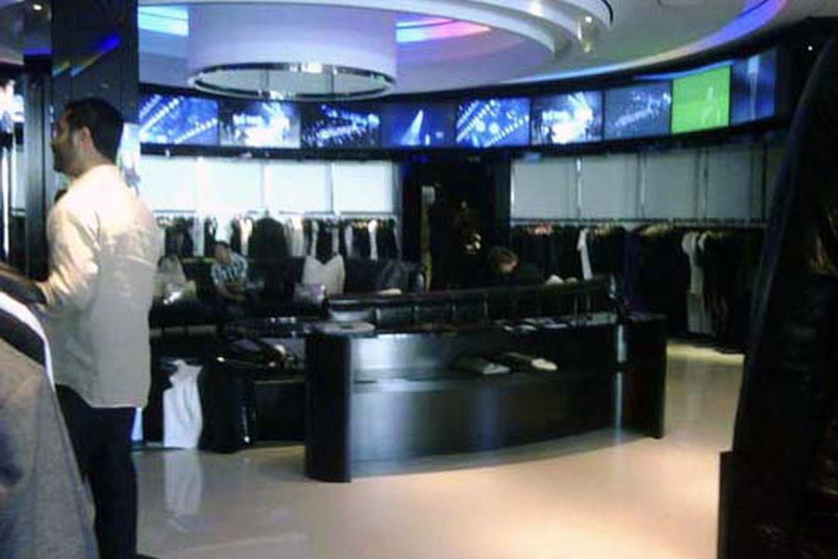 """Image via <a href=""""http://blackburnandsweetzer.com/2009/05/26/shops-rock-republic/"""">B&amp;S</a>"""