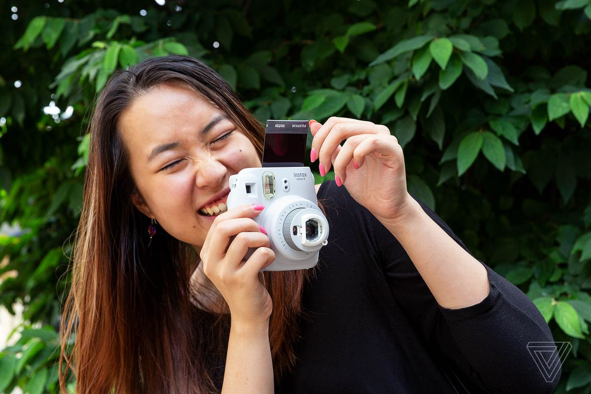 The Best Instant Camera For Beach Verge Off If You Tip Over This Fully Exposes Flash Circuit Settings Shooting In Sunny Cloudy And Indoor Environments Are Simple To Figure Out At A Glance With Symbols Like Sun Cloud House Easily