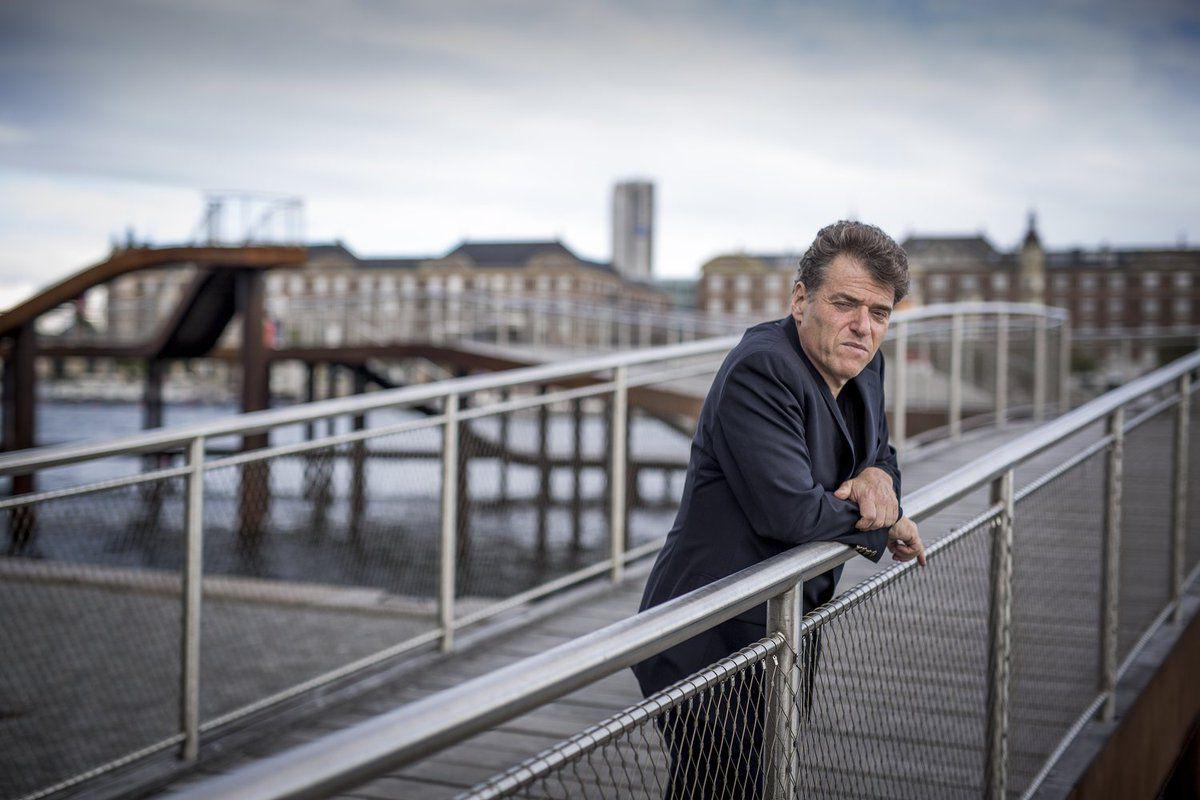 Author Andrew Keen standing on a pedestrian bridge