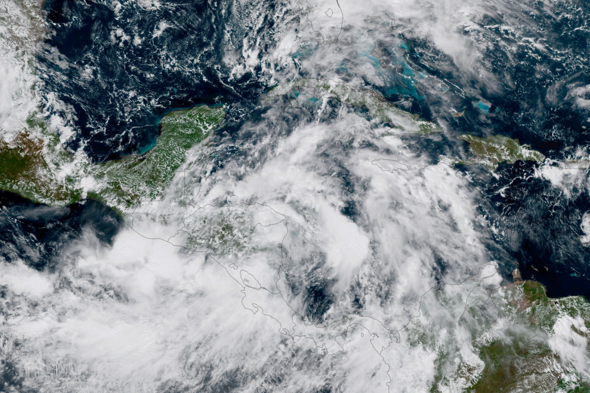 Nate upgraded to Category 1 hurricane, takes aim at US Gulf Coast