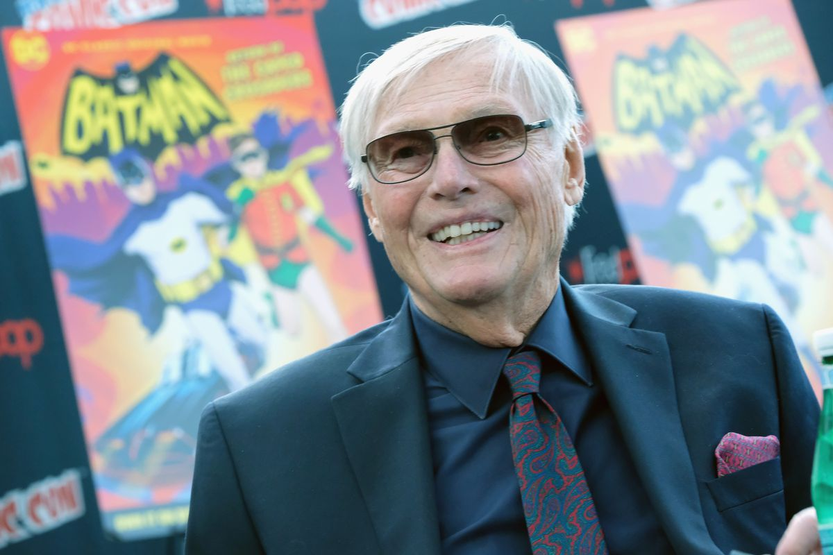 A Fan's wife happened to have a conversation at a Comic-Con, about the weather with an old gentleman. Two days later, through her husband, she realized that he was Batman - Adam West.15 Encounters Regular People had with a famous person.