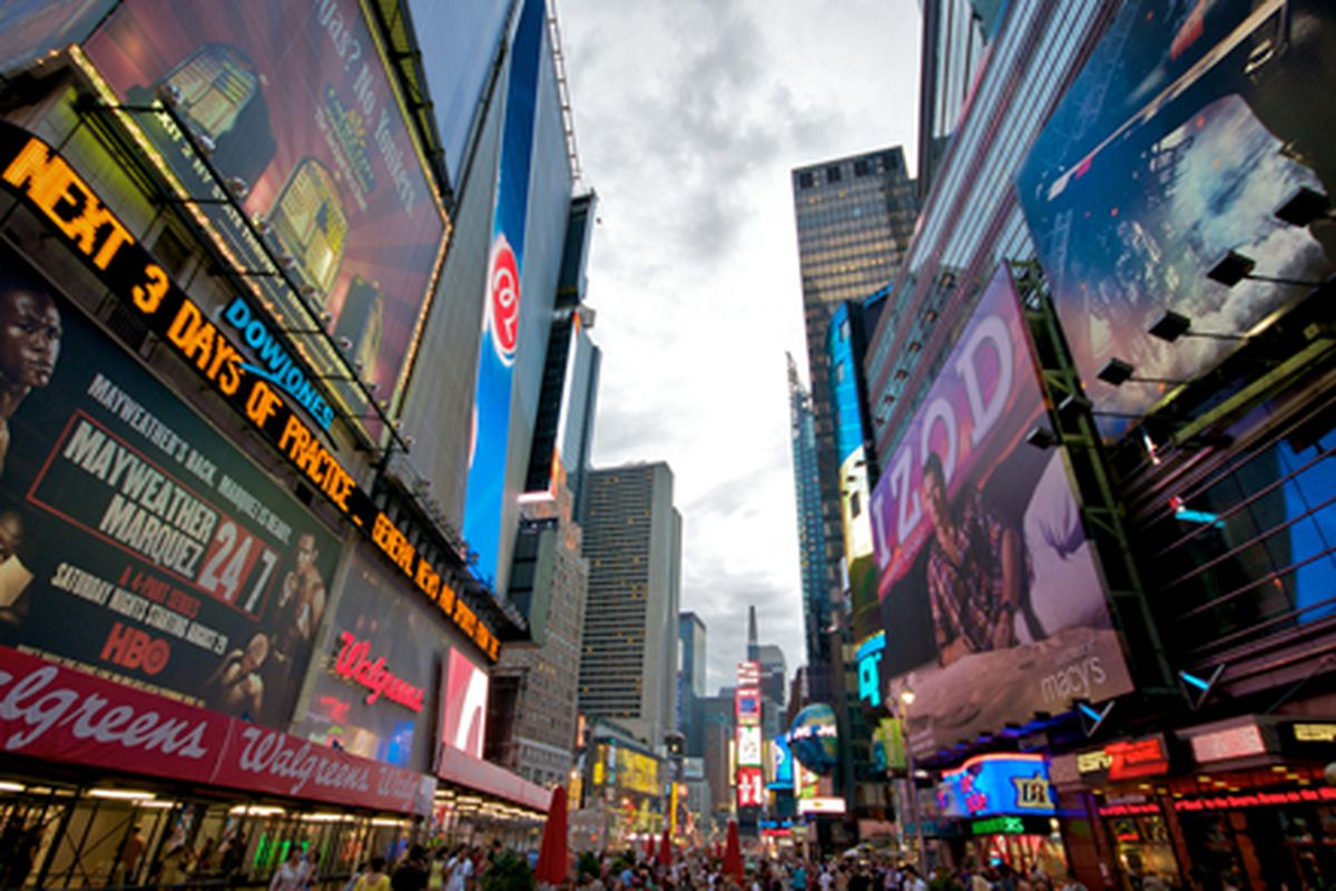 """Image via <a href=""""http://beachcomberpete.com/times_square_new_york_city/"""">beachcomberpete.com</a>"""