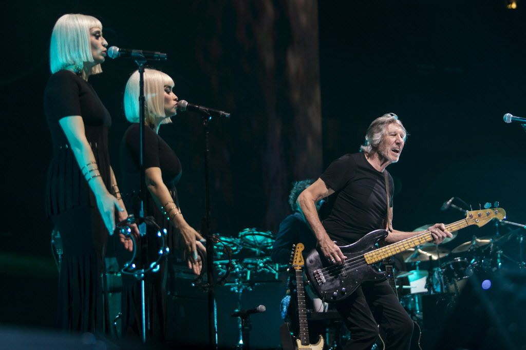 Roger Waters, backed by Jess Wolfe and Holly Laessig of Lucius, performs at the United Center on July 22, 2017. | Ashlee Rezin/Sun-Times