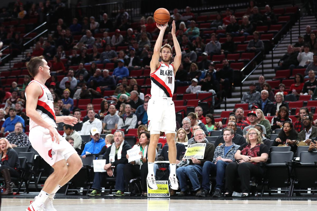 Nik Stauskas and Jake Layman to fill out Blazers  bench rotation ... 1fa0a1c21