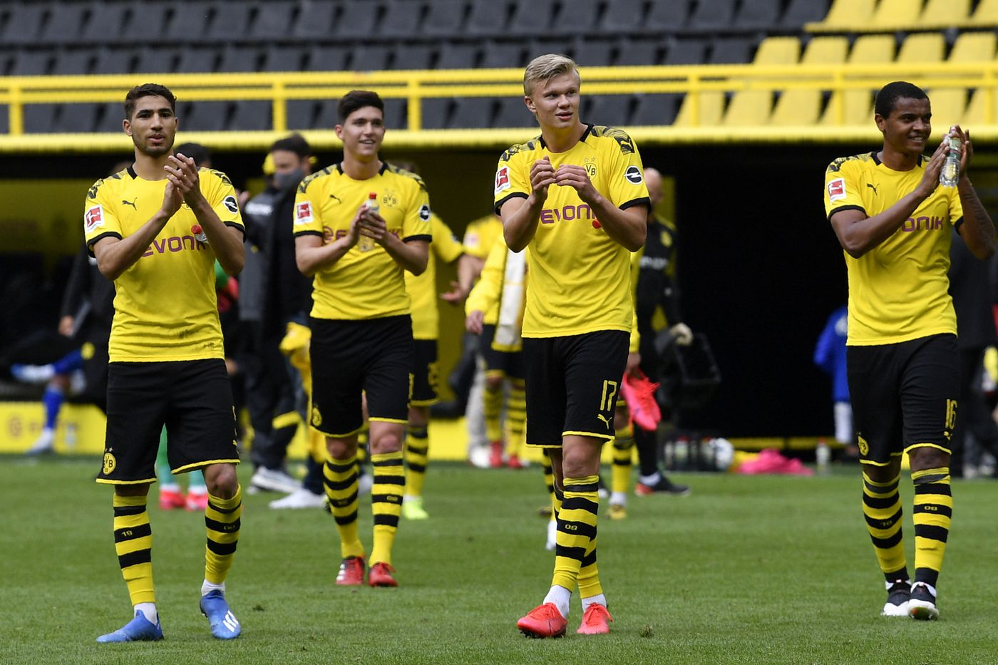 Dortmund Match Recap Bvb Easily Take The Revierderby 4 0 Fear The Wall