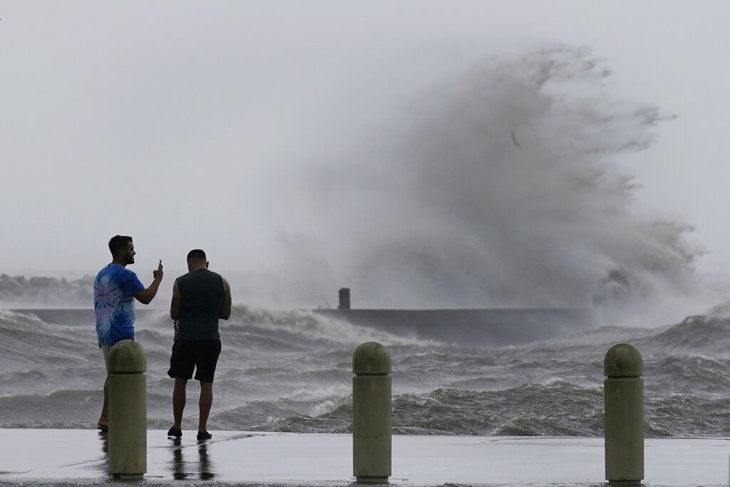 High waves on Lake Pontchartrain as Hurricane Ida nears.