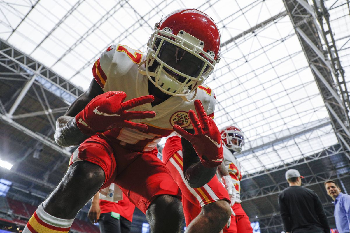Kansas City Chiefs wide receiver Mecole Hardman (17) poses before an NFL preseason game against the Arizona Cardinals on August 20, 2021 at State Farm Stadium in Glendale, AZ.
