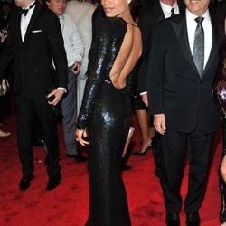 We're still digging up who made Rosario Dawson's dress, but whoever did it did an excellent job.