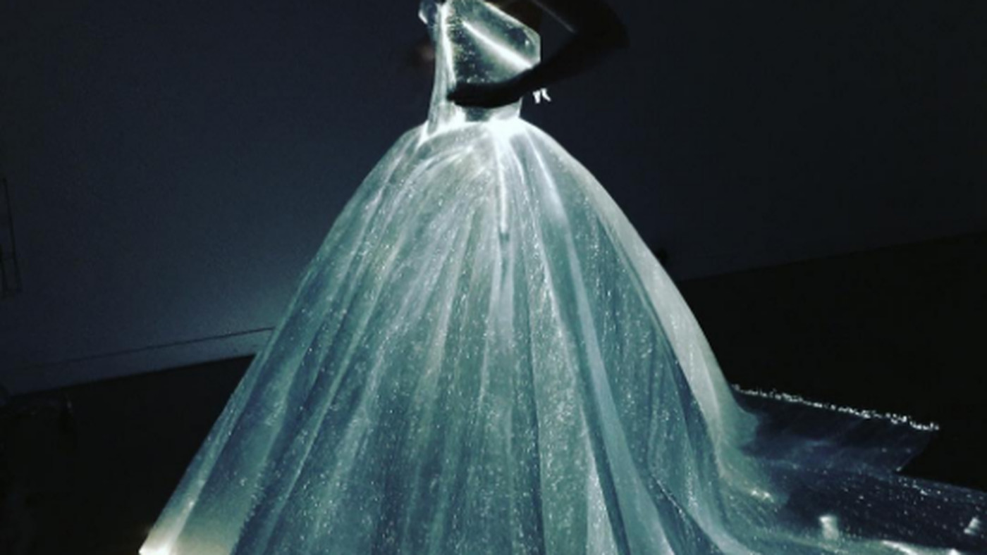 Claire Danes Is the Celeb Wearing Zac Posen\'s Incredible Light-Up ...