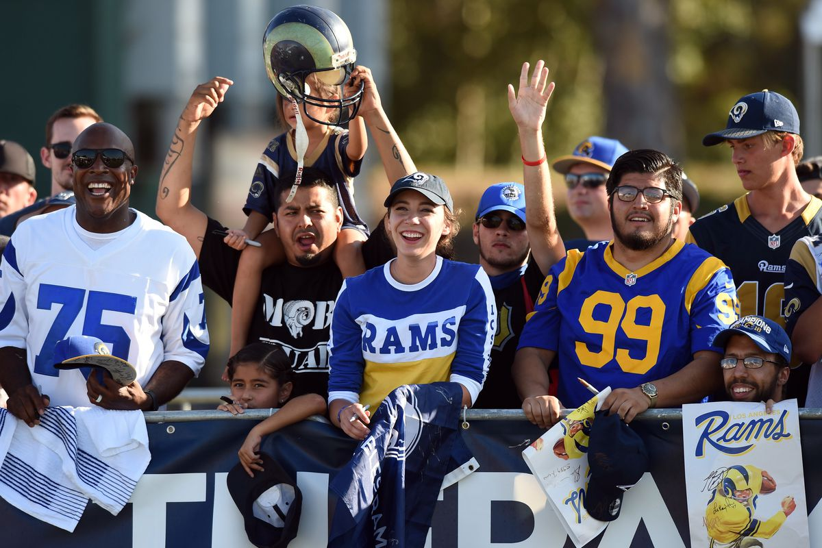 Los Angeles Rams fans wait to meet players during training camp, Jul. 29, 2019.
