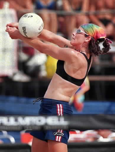 Nancy Reno plays in a tournament at North Avenue Beach in 1999.   Sun-Times file photo