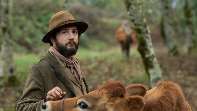 John Magaro and a Jersey cow in First Cow