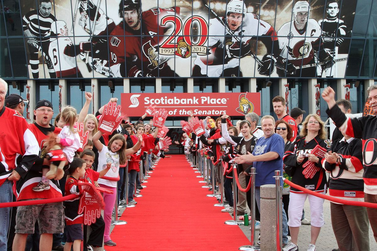 Crowd looks to be about two deep... for about 100 feet. So that's like, what? 200 to 300 people? Go Sens!