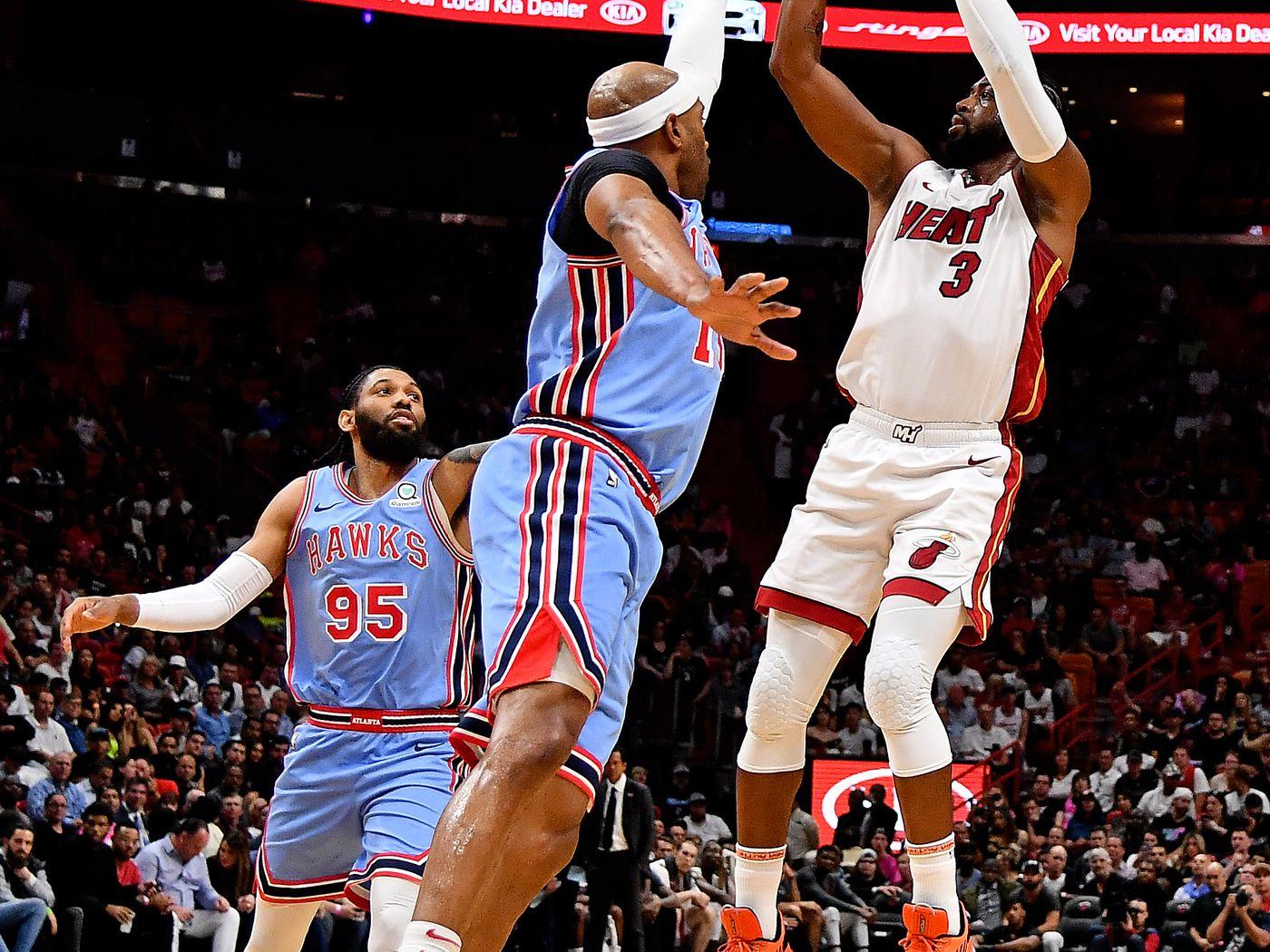 ebf5c388611 Dwyane Wade outduels Vince Carter Atlanta in Hawks loss to Miami Heat -  Peachtree Hoops
