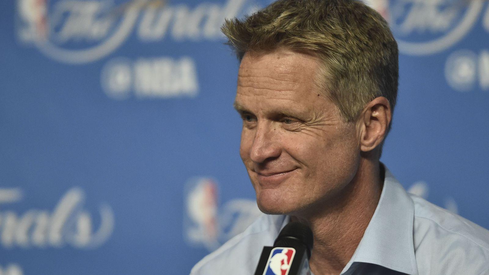 史蒂夫科尔开玩笑地回应了退役的NBA球员声称他们可以击败勇士队